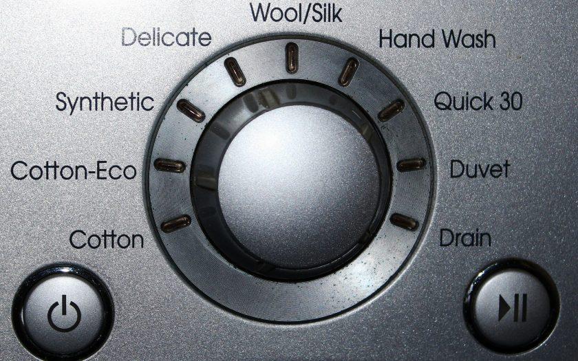 Amateuren einer Waschmaschine